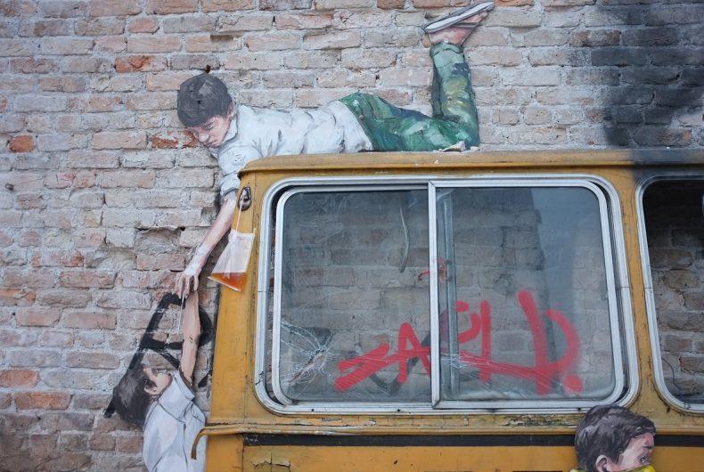 Rage Against the Machine – La nuova scultura murale di Ernest Zacharevic