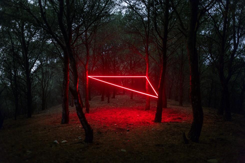 La Linea Roja - Le installazioni luminose di Nicolas Rivals   Collater.al
