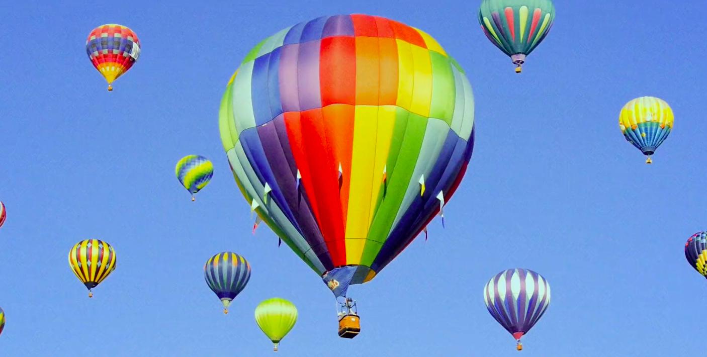 The Mercadantes – La celebrazione dei colori nella vita quotidiana