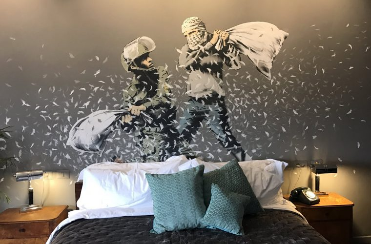 Banksy apre 'The Walled Off Hotel' a Betlemme