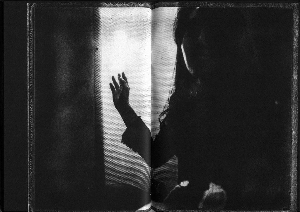 Oscura zine ISSUE #3 - La Photozine che mostra l'invisibile | Collater.al