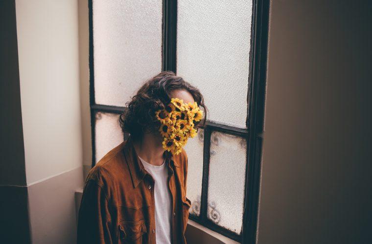 L'amore nei volti fioriti di Simone Paccini