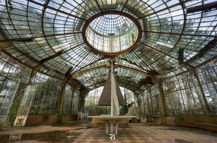 Abandoned places by Romain Thiery