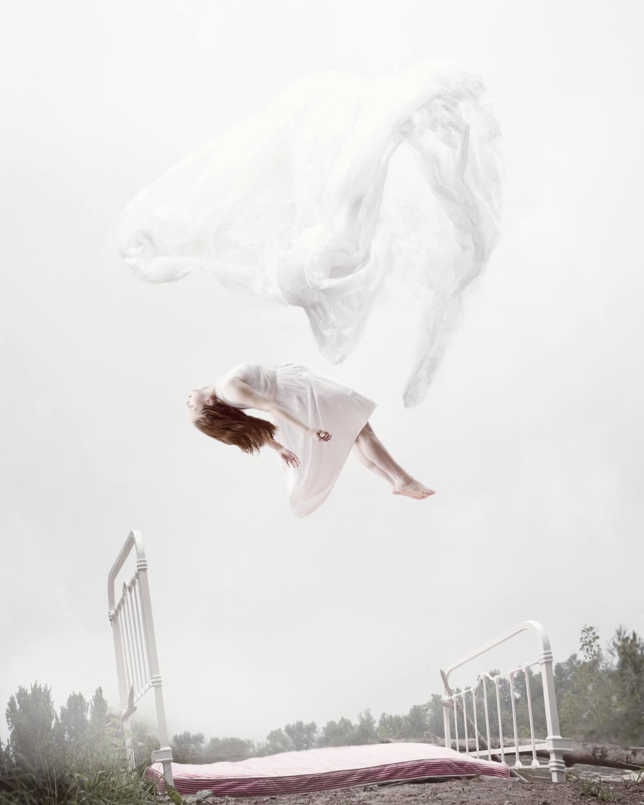 Sleep Elevations, gli scatti onirici di Maia Flore | Collater.al