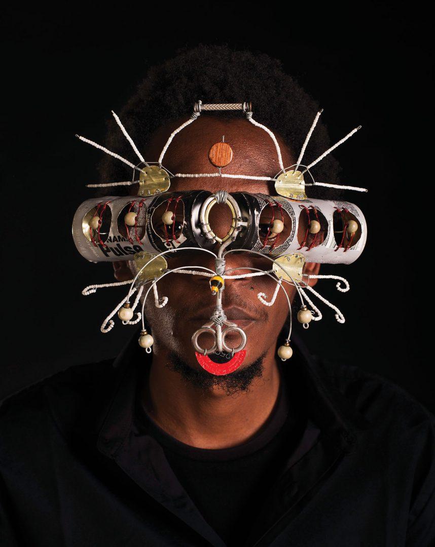 Gli stravaganti occhiali afrofuturistici di Cyrus Kabiru