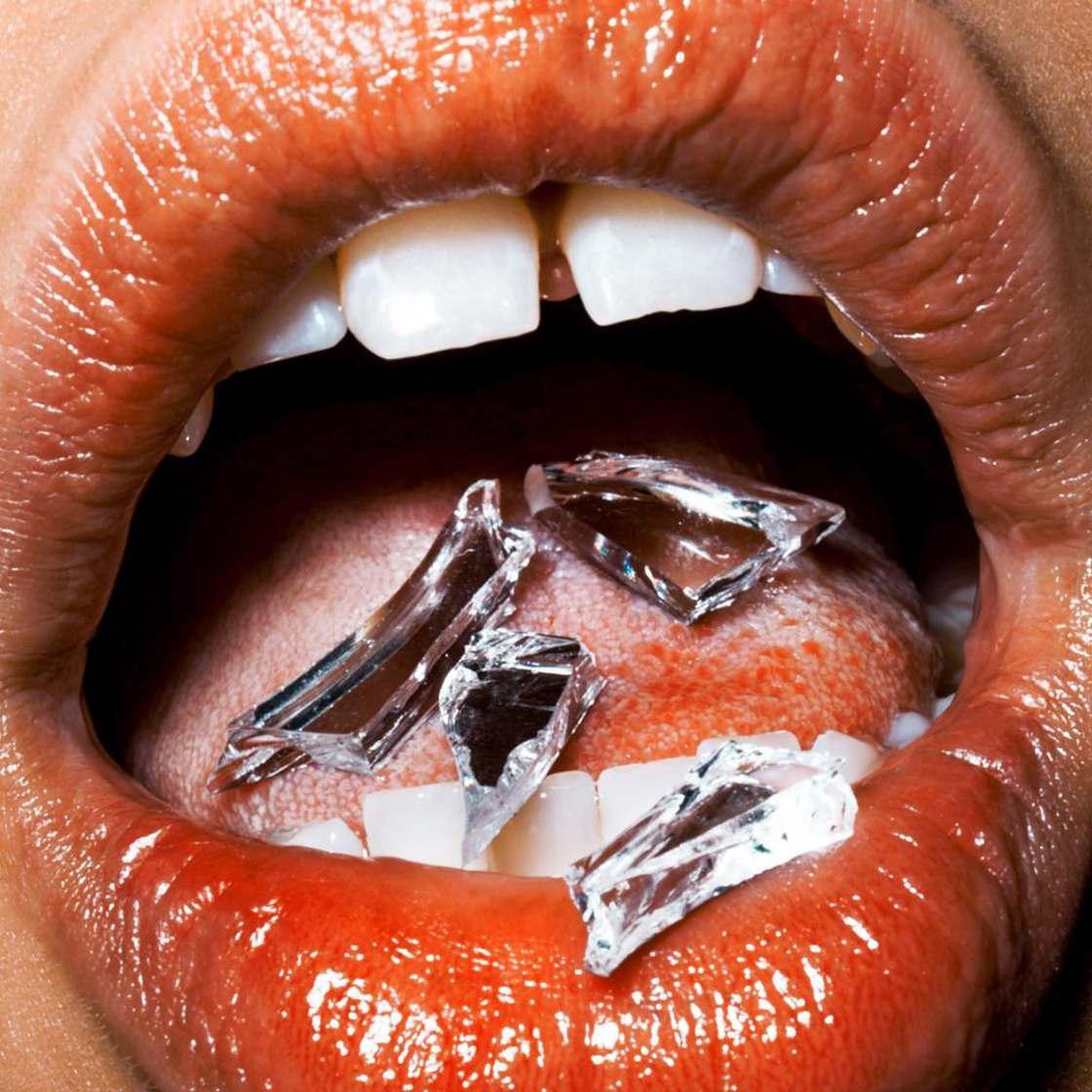 Macro Lips, omaggio alla sensualita femminile di Marius Sperlich | Collater.al 12