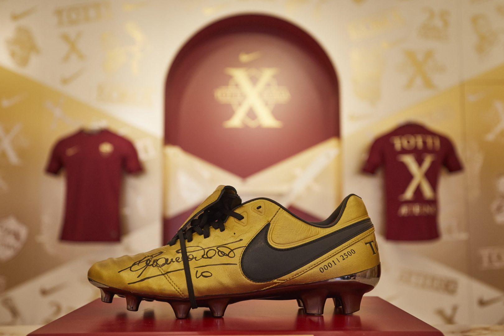 Scarpini Totti Tiempo Edizione Gli In Roma X Presenta Limitata Nike aYx0qwCEE