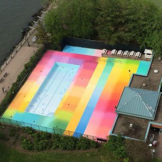 Rainbow Pool, una piscina colorata fra Manhattan e il Queens | Collater.al