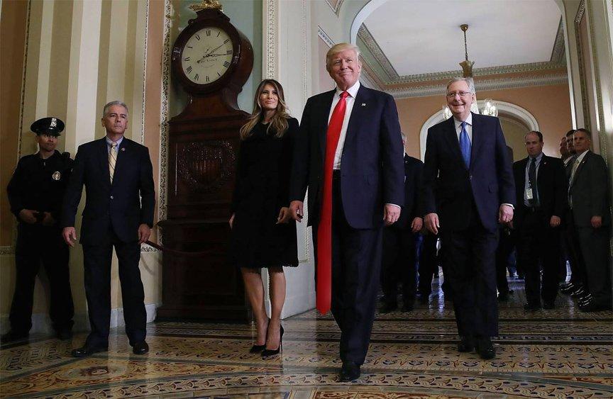sentirsi a proprio agio corrispondenza di colore raccolto Trump's Ties, le cravatte lunghe mezzo metro di Donald Trump ...