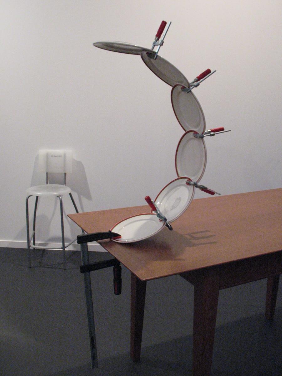 Gli oggetti distorti dell'artista spagnolo Jaime Pitarch | Collater.al 5