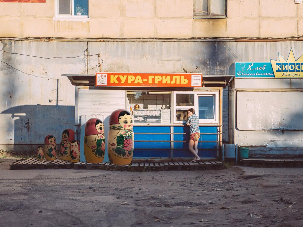 Nostalgies, i giocattoli extra large del fotografo Vincent Bousserez | Collater.al