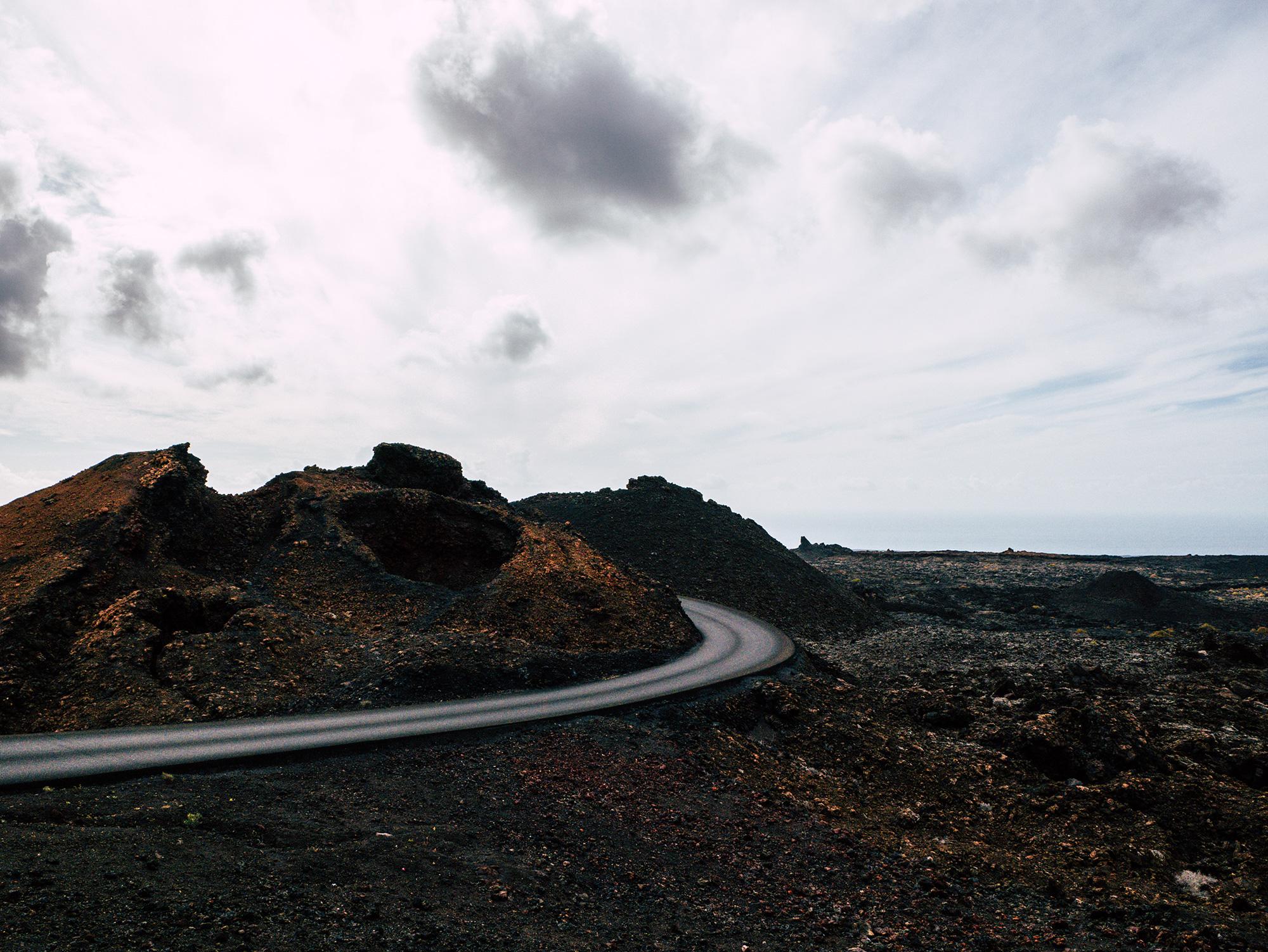 Le strade deserte fotografate a Lanzarote | Collater.al