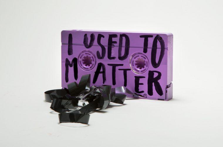 Quotes on shit, le volgarità di Jessica Walsh & Timothy Goodman su oggetti comuni