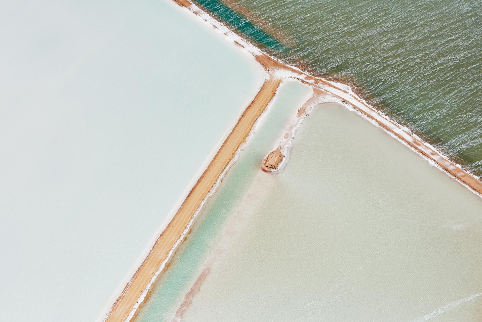 Salt and Sky, i paesaggi concettuali della fotografa Brooke Holm | Collater.al