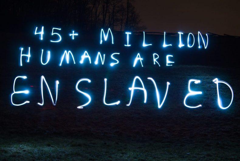Slavery Still exists, le luci di denuncia di Fouad Abou-Rizk
