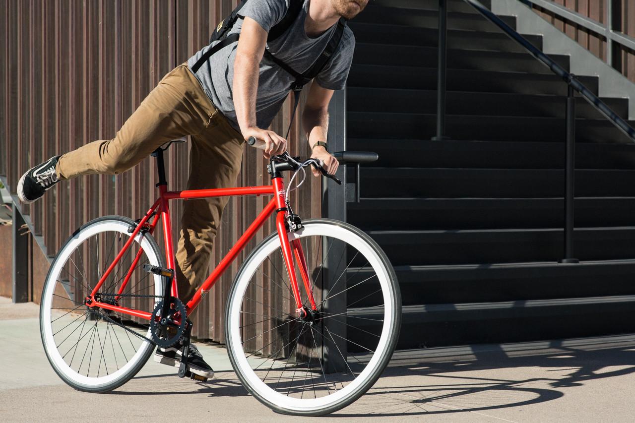 Santa Fixie, una scommessa per la mobilità alternativa | Collater.al