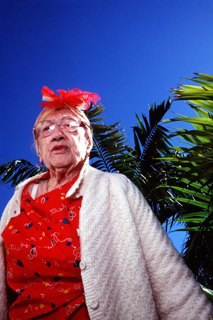 Haddon Hall, gli anziani pensionati di Miami immortalati da Naomi Harris | Collater.al 12