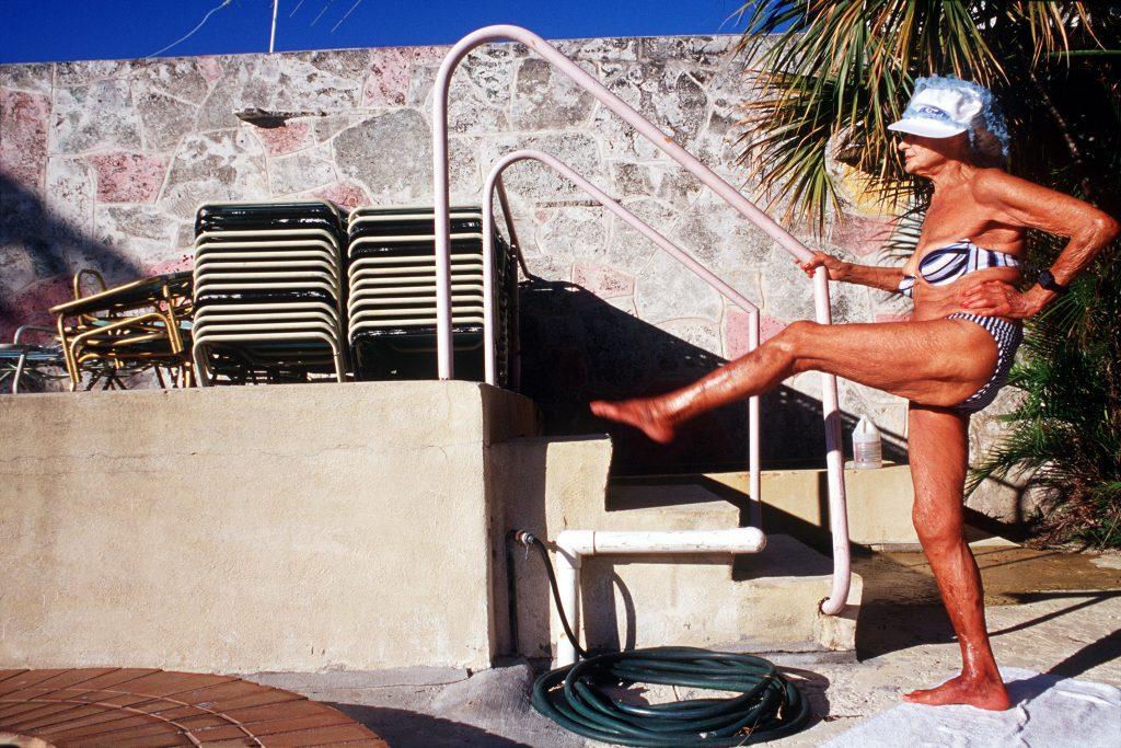 Haddon Hall, gli anziani pensionati di Miami immortalati da Naomi Harris | Collater.al 2