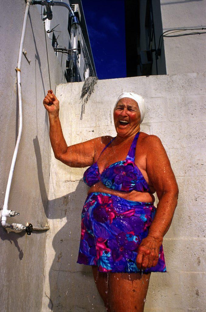 Haddon Hall, gli anziani pensionati di Miami immortalati da Naomi Harris | Collater.al 7