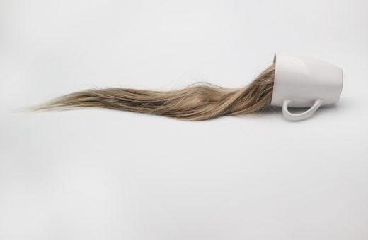 Hair, l'assurda esplorazione della bellezza di Karmen Ayvazyan