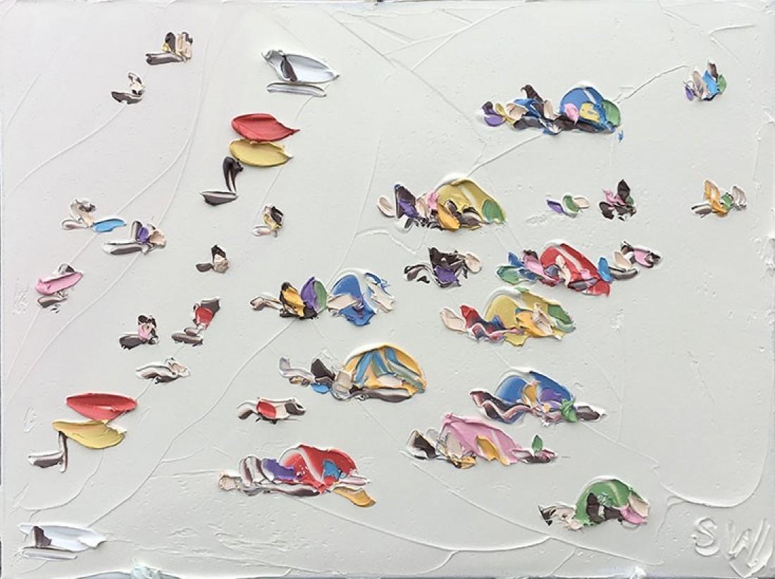 La pittrice Sally West dipinge il mare da una roccia | Collater.al