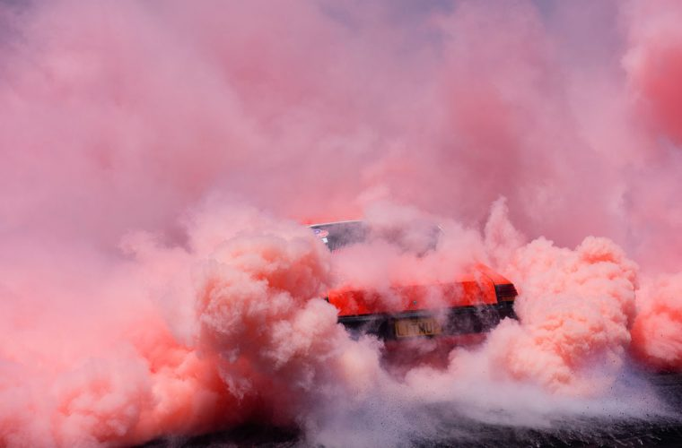 Burnout, racing cars' beauty in the new series of Simon Davidson