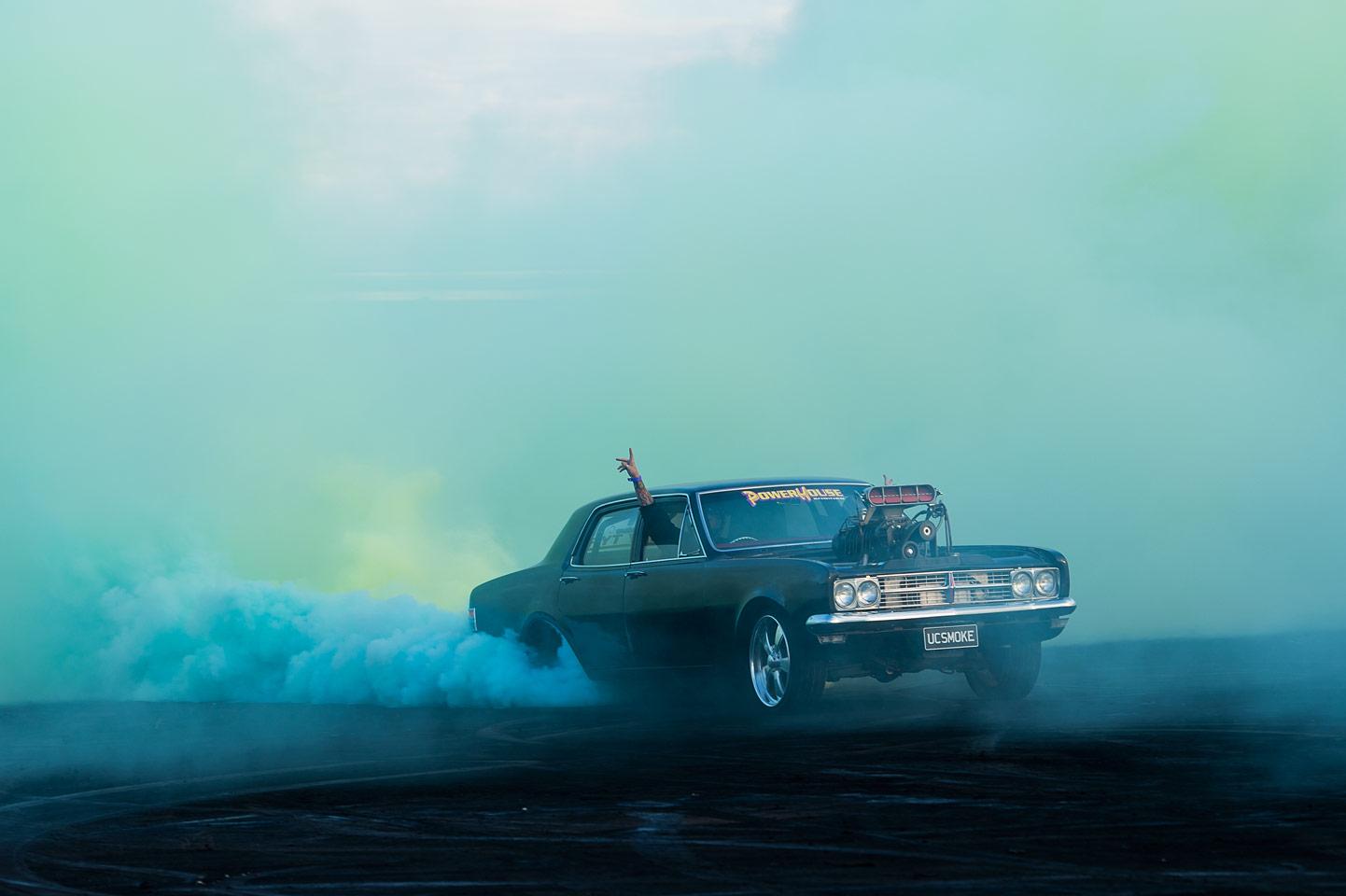 Burnout, la bellezza delle auto da corsa nella nuova serie di Simon Davidson | Collater.al