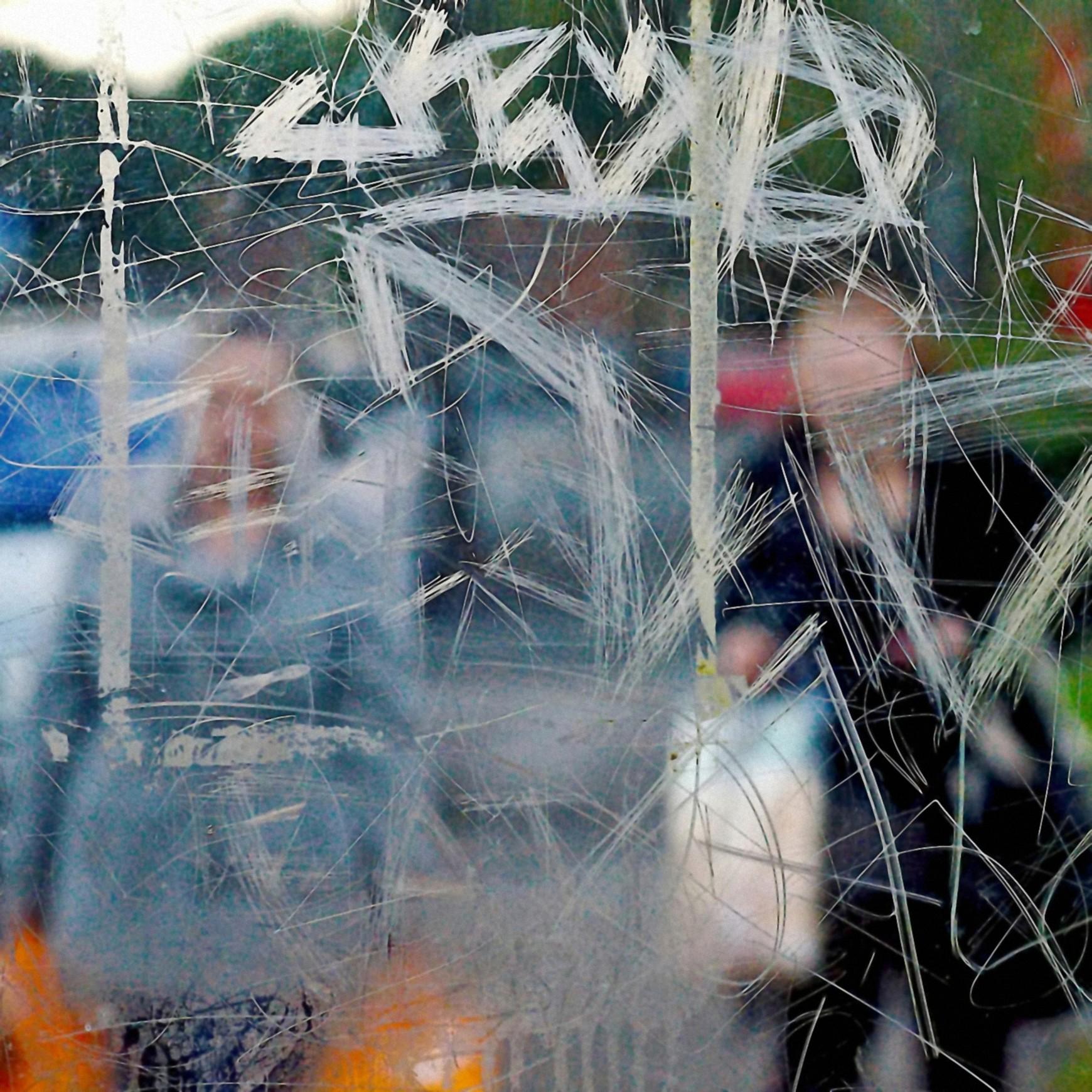 Bus Stop, il progetto anti-fotografico di Stephen Calcutt | Collater.al 2