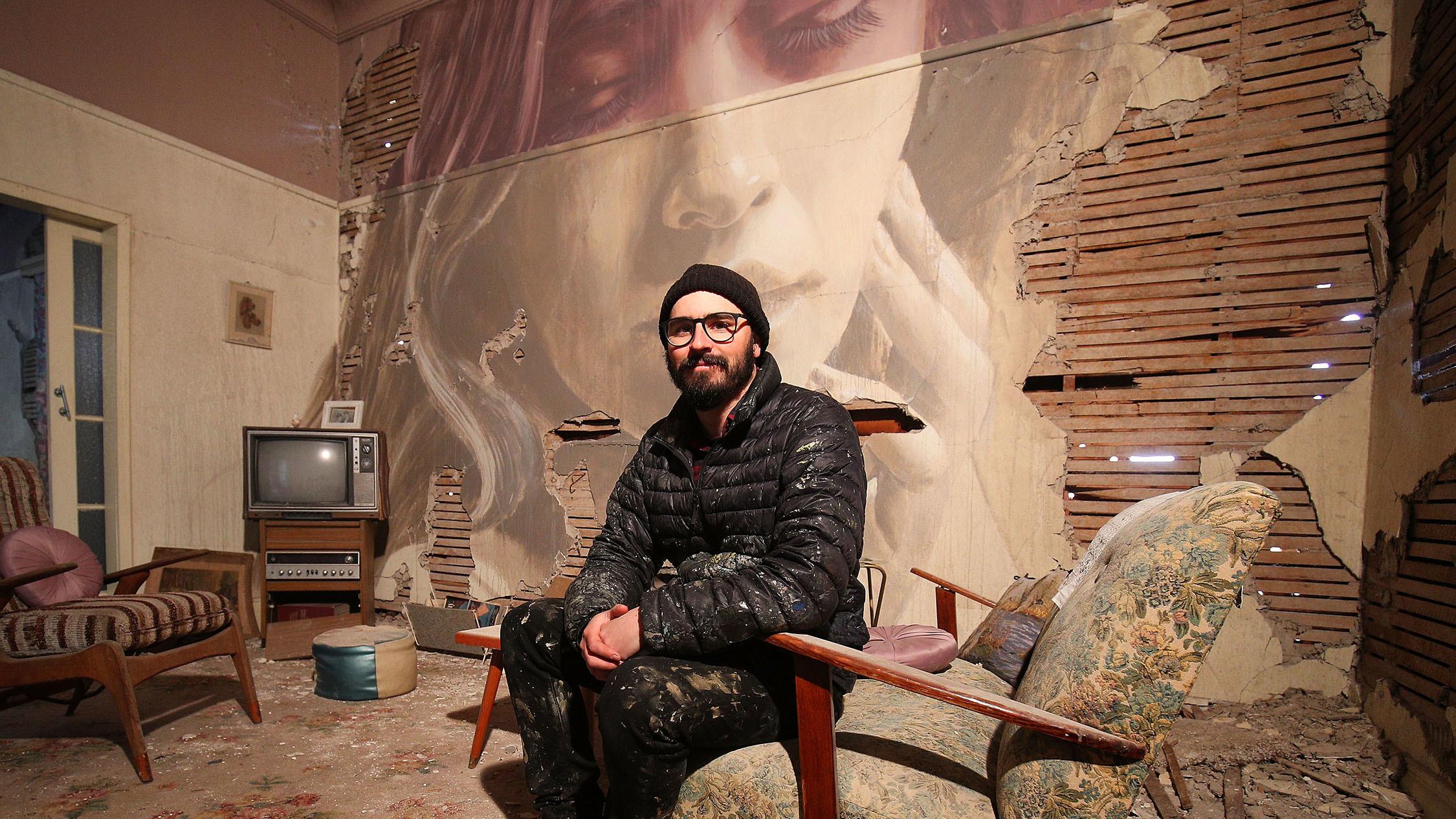 La decadenza incontra la bellezza nel progetto Omega dello street artist Rone | Collater.al 4