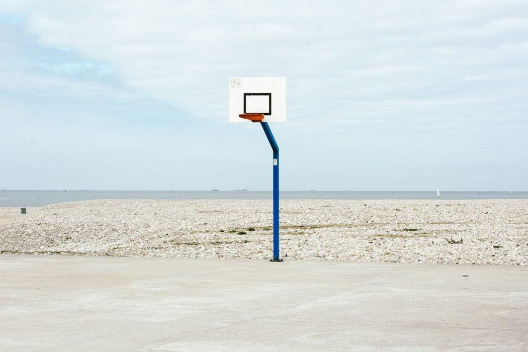 Plage Isolee, la solitudine nelle fotografie di Raul Guillermo | Collater.al 4