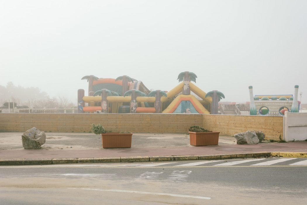Plage Isolee, la solitudine nelle fotografie di Raul Guillermo | Collater.al