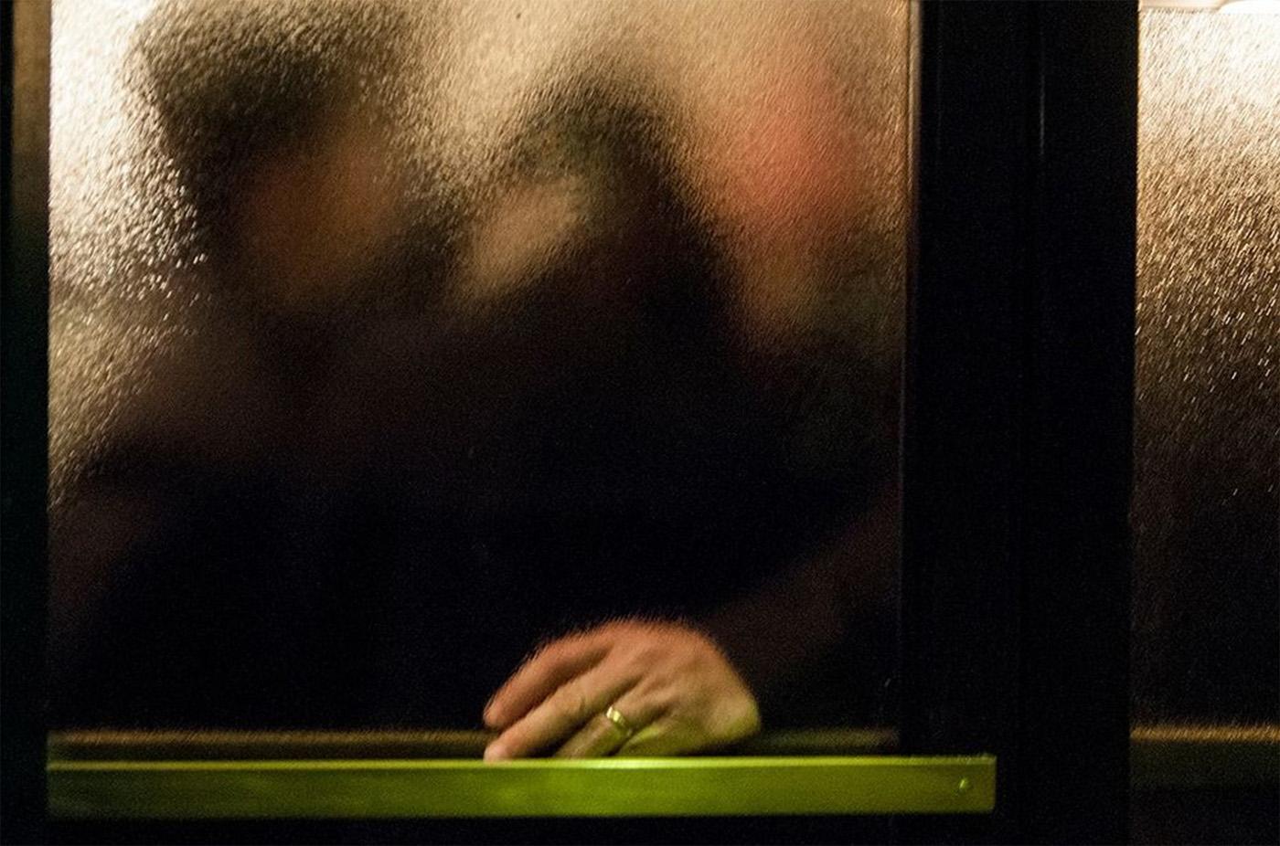 Behind A Glass, i riflessi della città nel scatti di Umberto Verdoliva | Collater.al 2