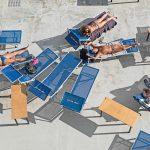 Genova – i tuoi colori, le spiagge artificiali del capoluogo ligure attraverso gli occhi di Niels Schubert | Collater.al 6