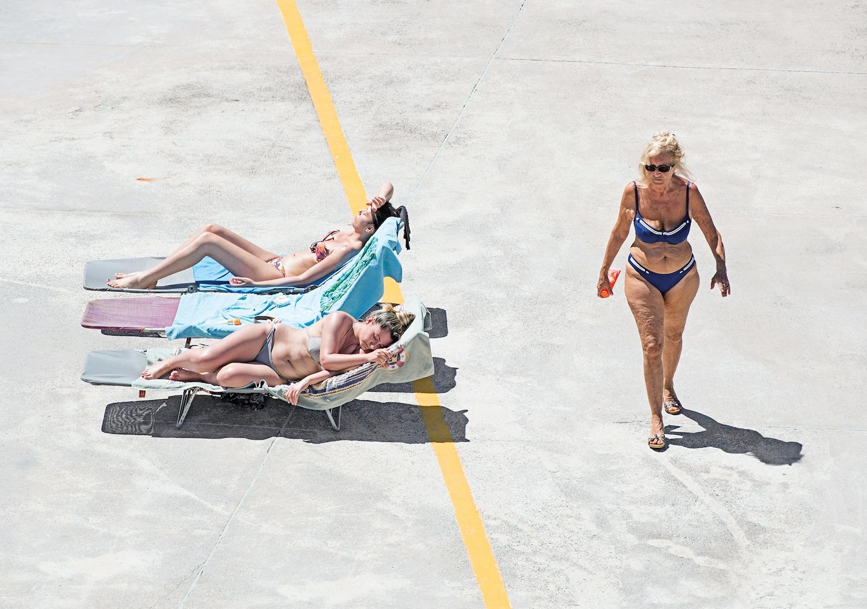 Genova - i tuoi colori, le spiagge artificiali del capoluogo ligure attraverso gli occhi di Niels Schubert | Collater.al 7