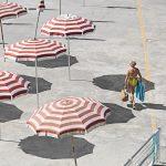 Genova – i tuoi colori, le spiagge artificiali del capoluogo ligure attraverso gli occhi di Niels Schubert | Collater.al 8