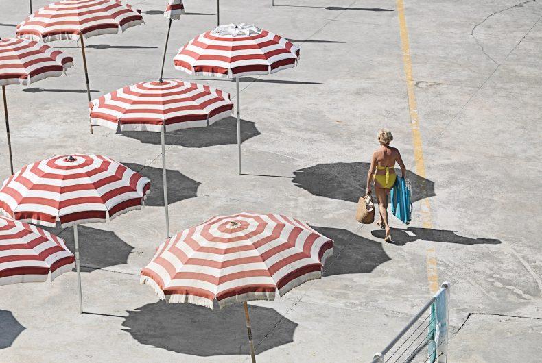 Genova – i tuoi colori, la spiaggia artificiale del capoluogo ligure attraverso gli occhi di Niels Schubert