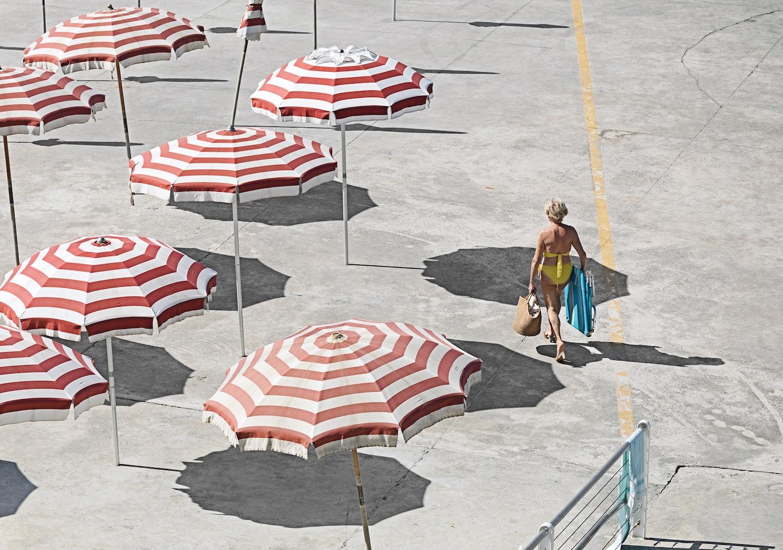 Genova - i tuoi colori, le spiagge artificiali del capoluogo ligure attraverso gli occhi di Niels Schubert | Collater.al 8