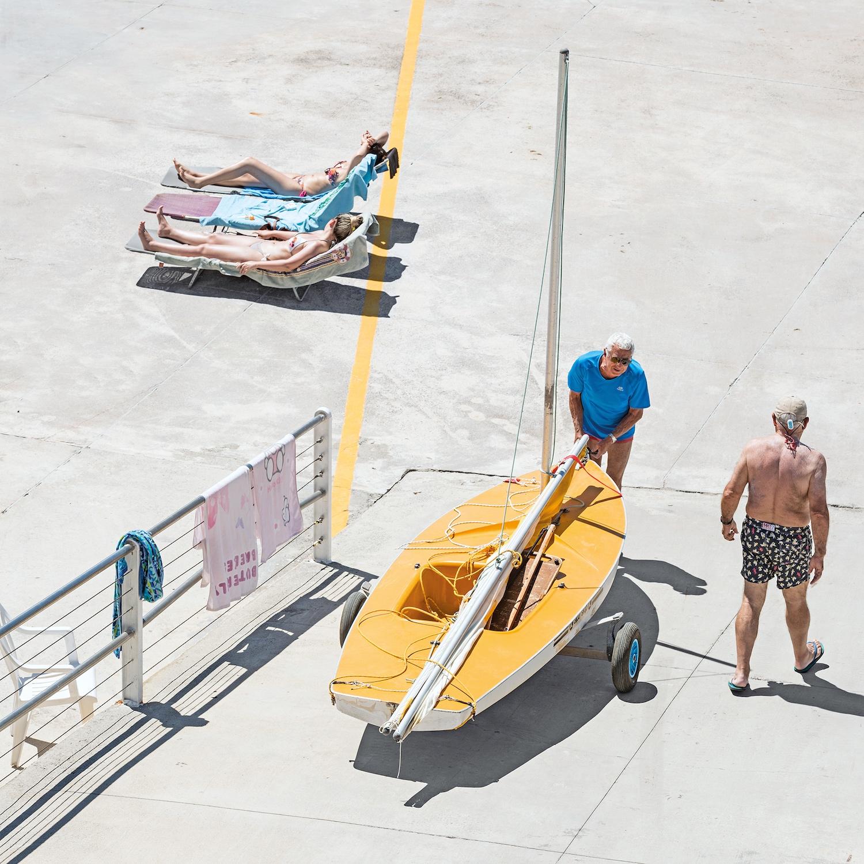 Genova - i tuoi colori, le spiagge artificiali del capoluogo ligure attraverso gli occhi di Niels Schubert | Collater.al 9