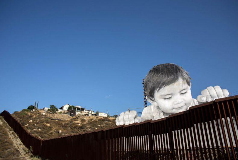 Kikito, il bambino di JR che sfida il muro di Trump