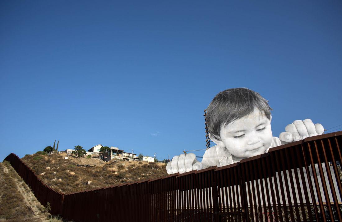 Kikito, il bambino di JR che sfida il muro di Trump | Collater.al 1