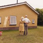 Everlasting, Annabel Oosteweeghel trasforma un bungalow disabitato in una storia anni '60 | Collater.al 1