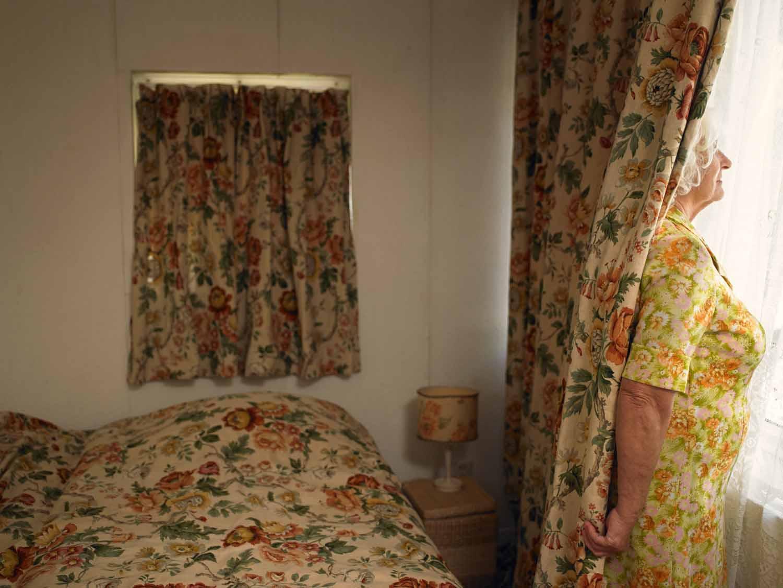 Everlasting, Annabel Oosteweeghel trasforma un bungalow disabitato in una storia anni '60 | Collater.al 10