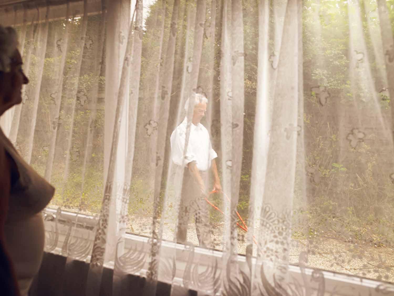 Everlasting, Annabel Oosteweeghel trasforma un bungalow disabitato in una storia anni '60 | Collater.al 8