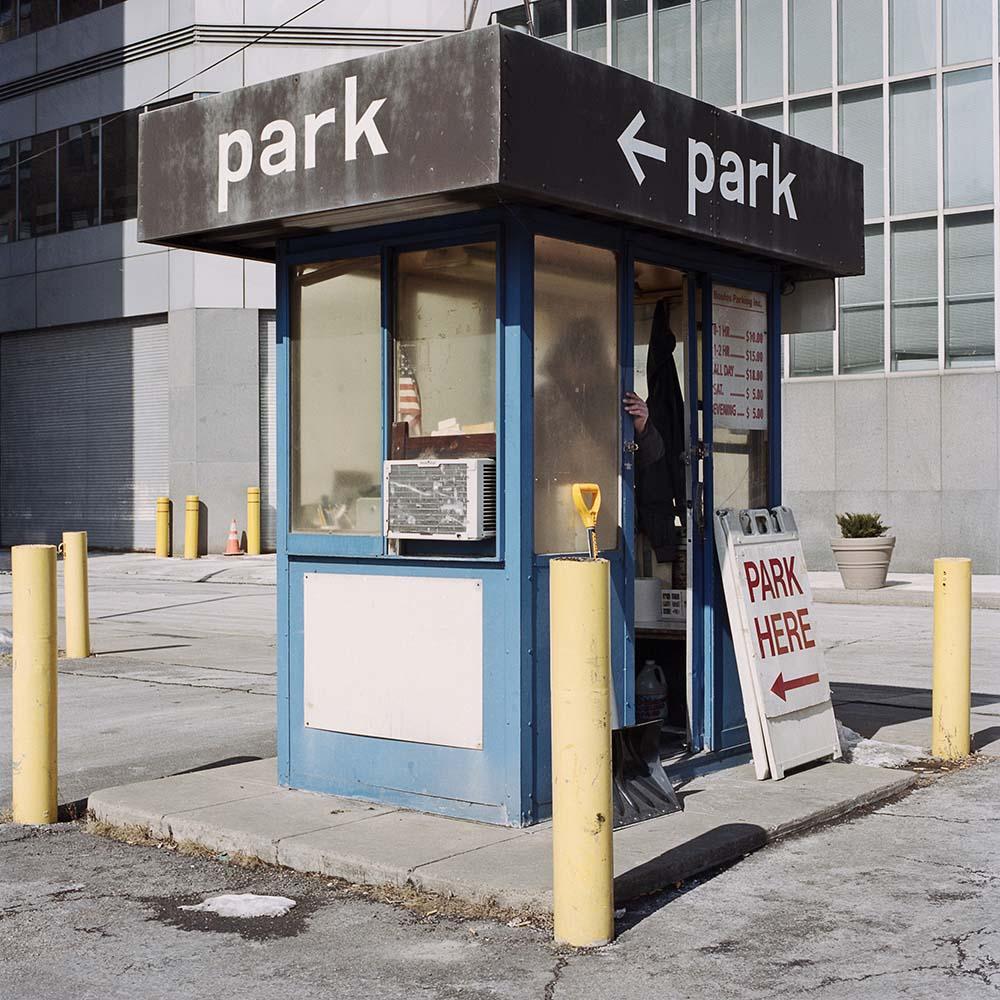 La solitudine dei parcheggiatori di Pittsburg nel progetto fotografico di Tom M. Johnson | Collater.al 12