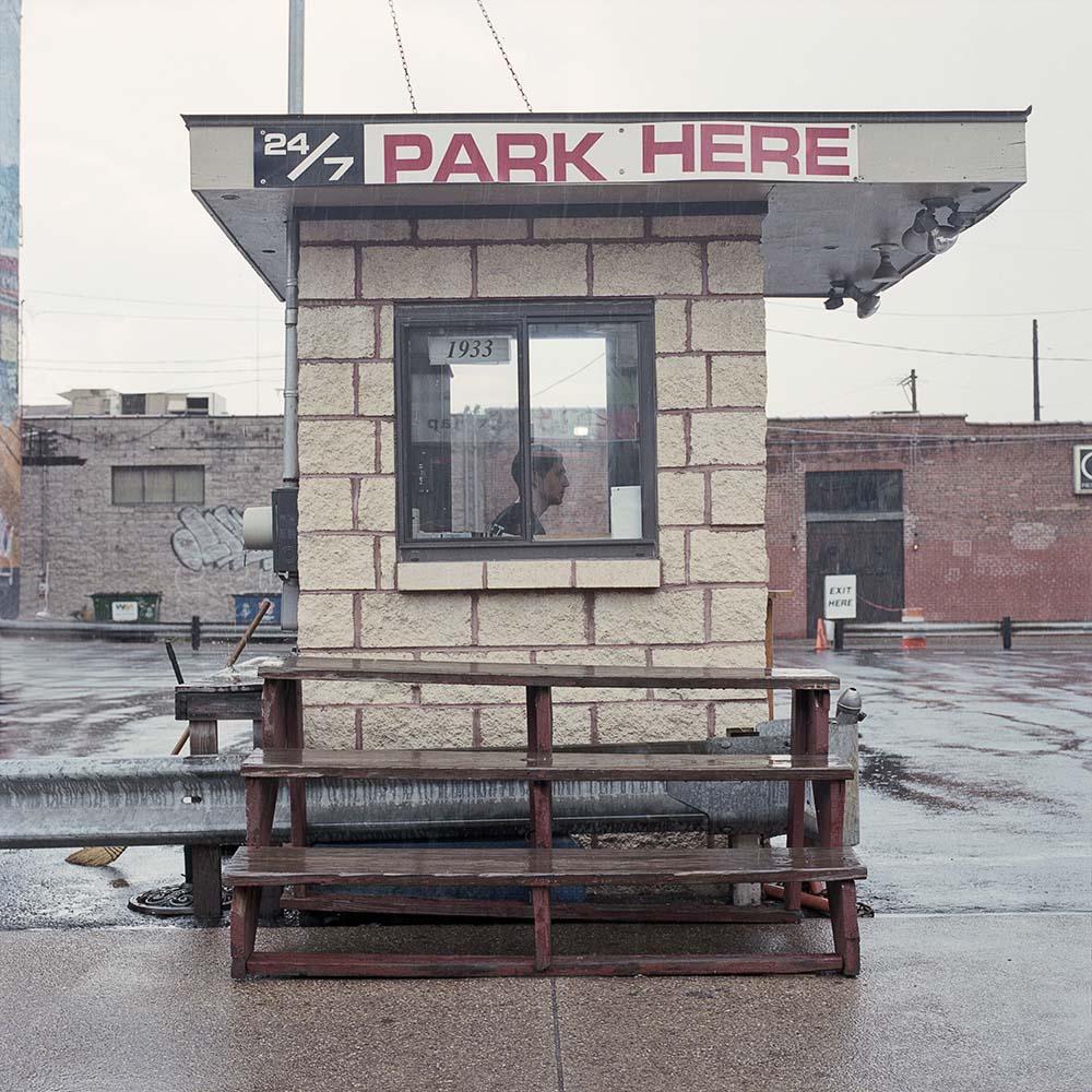 La solitudine dei parcheggiatori di Pittsburg nel progetto fotografico di Tom M. Johnson | Collater.al 13