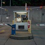 La solitudine dei parcheggiatori di Pittsburg nel progetto fotografico di Tom M. Johnson | Collater.al 15