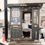 La solitudine dei parcheggiatori di Pittsburg nel progetto fotografico di Tom M. Johnson | Collater.al 2