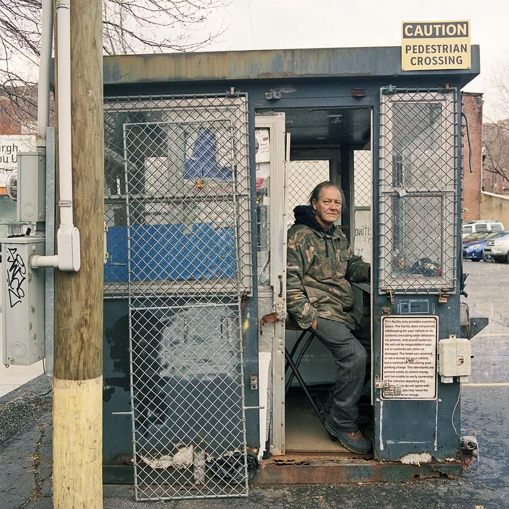 La solitudine dei parcheggiatori di Pittsburg nel progetto fotografico di Tom M. Johnson | Collater.al 5