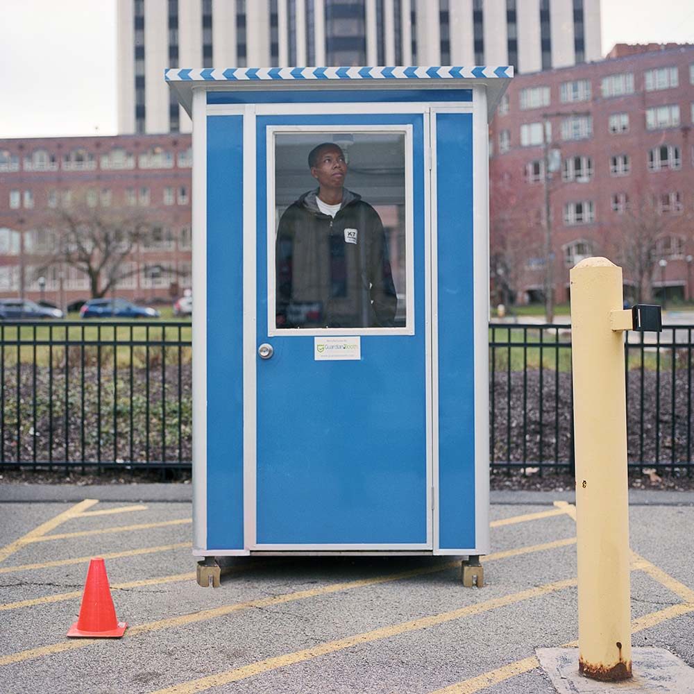 La solitudine dei parcheggiatori di Pittsburg nel progetto fotografico di Tom M. Johnson | Collater.al 6