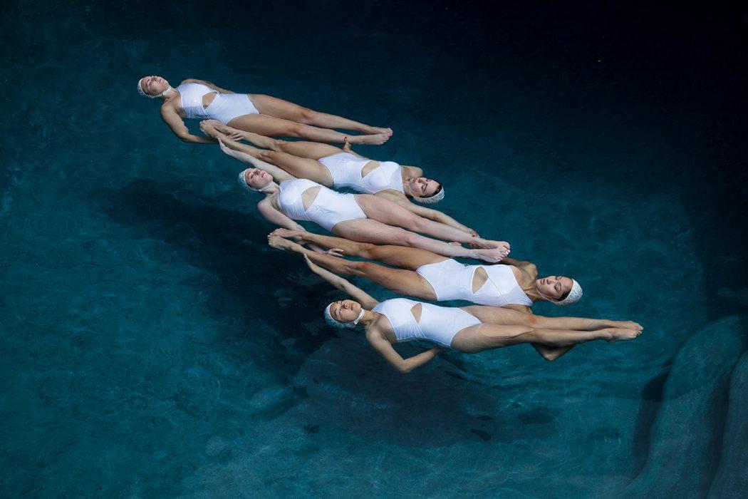 The Swimmers, le nuotatrici sincronizzate di Emma Hartvig | Collater.al 1